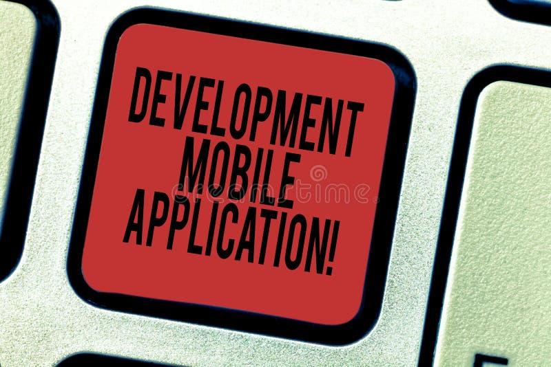 Ord som skriver textutveckling mobil applikation Affärsidé för att skriva programvara för digital avsikt för apparattangentbordta royaltyfri bild