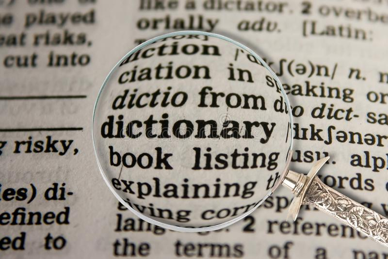 Ordbok i ordbok arkivbilder