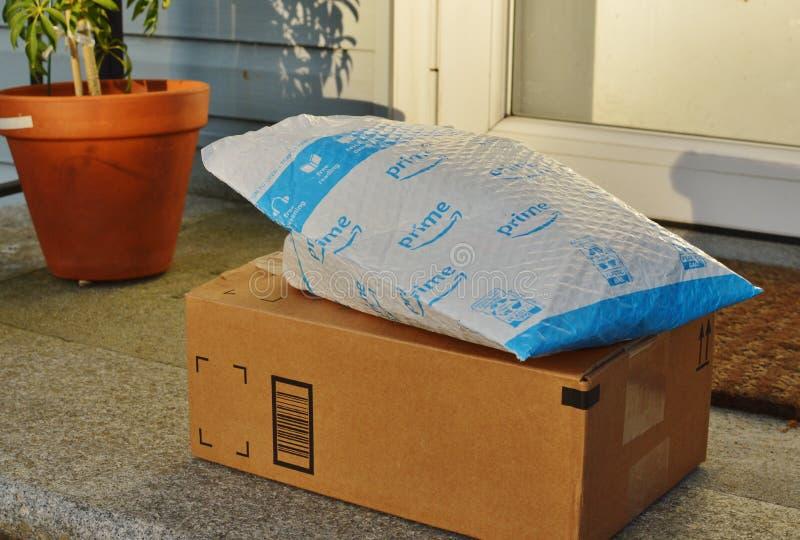 Ordem do cliente do Internet da entrega a domic?lio do Amazon Prime foto de stock royalty free