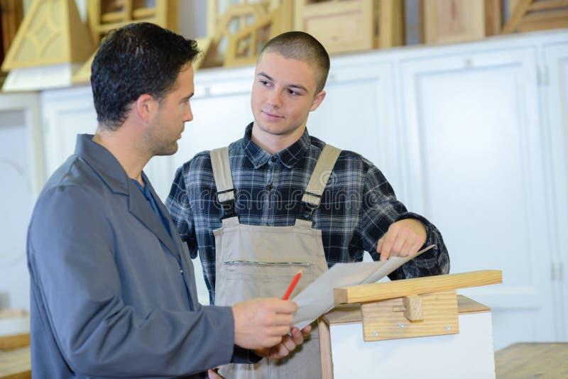 Ordem para a fábrica do cabinetry imagens de stock