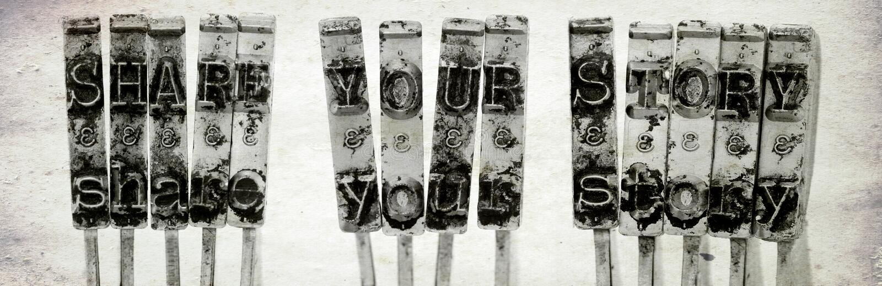 Orden DELAR DIN BERÄTTELSE med gamla skrivmaskinshammare med gammalt royaltyfri fotografi