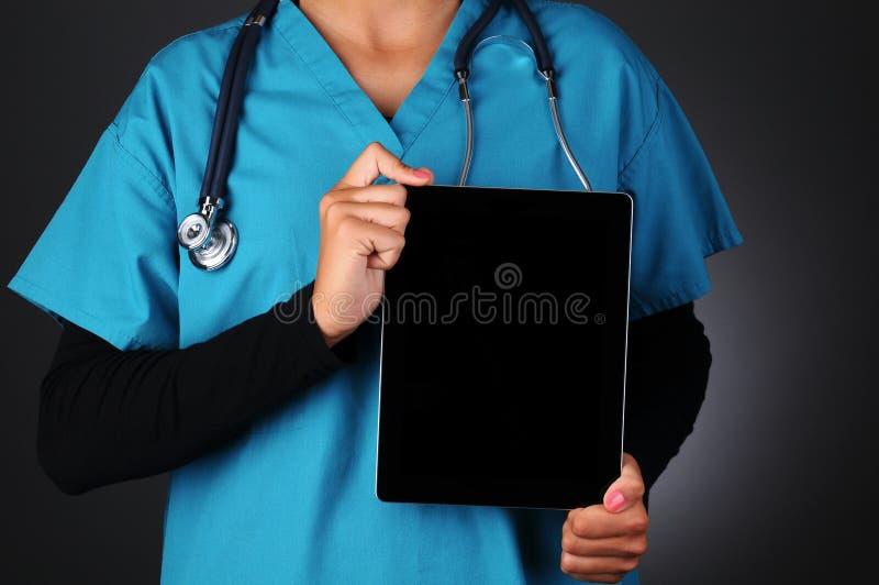 Ordenador de la tablilla de la explotación agrícola de la enfermera fotografía de archivo libre de regalías