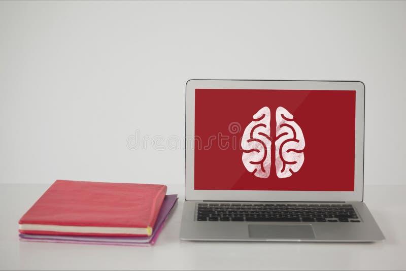 Ordenador en una tabla de la escuela con el icono del cerebro en la pantalla stock de ilustración