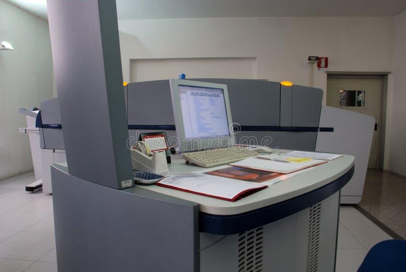 Ordenador a platear (CTP) - proceso de impresión foto de archivo