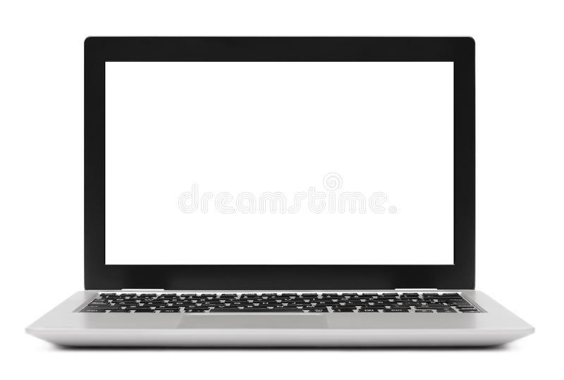 Ordenador portátil aislado con la pantalla en blanco en blanco fotografía de archivo libre de regalías