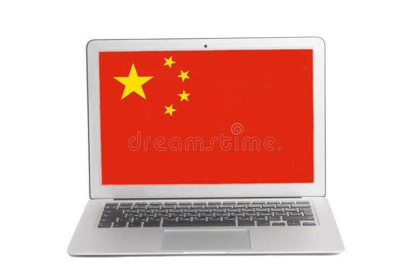 Ordenador portátil con la bandera de China en la pantalla imagenes de archivo
