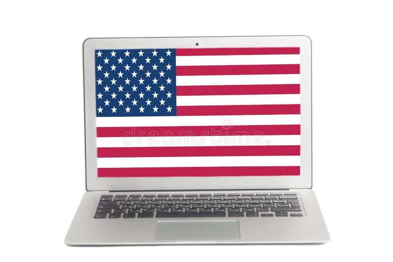 Ordenador portátil con la bandera de los E.E.U.U. en la pantalla imágenes de archivo libres de regalías