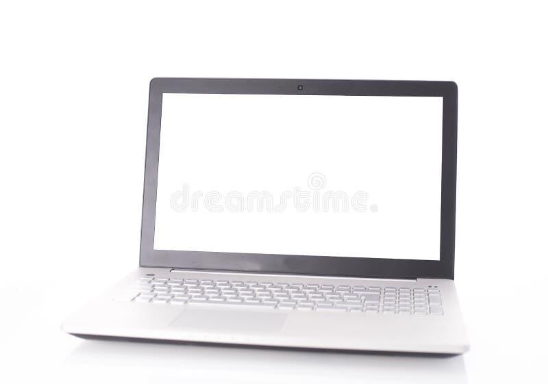 Ordenador portátil con la pantalla en blanco aislada en blanco foto de archivo