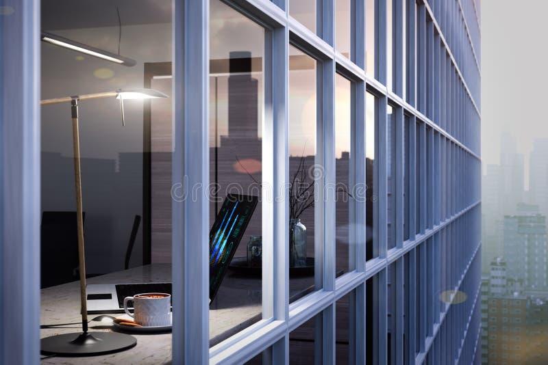 Ordenador portátil, taza en la tabla en oficina a través del vidrio de la ventana imagen de archivo libre de regalías