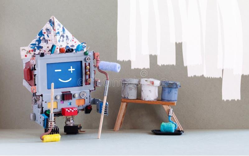 Ordenador sonriente del robot del decorador que pinta la pared Pinte los cubos del rodillo contra interior gris del sitio de la p imágenes de archivo libres de regalías