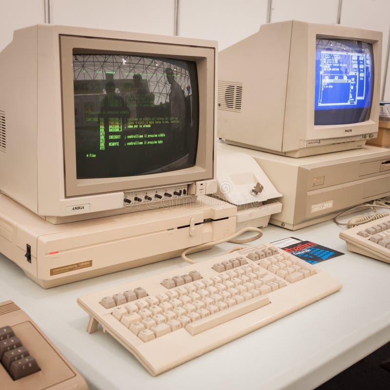 Ordenadores del vintage en la demostración del robot y de los fabricantes foto de archivo libre de regalías