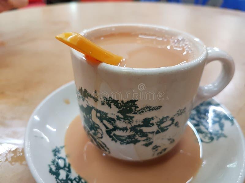 Ordenhe o chá fotografia de stock