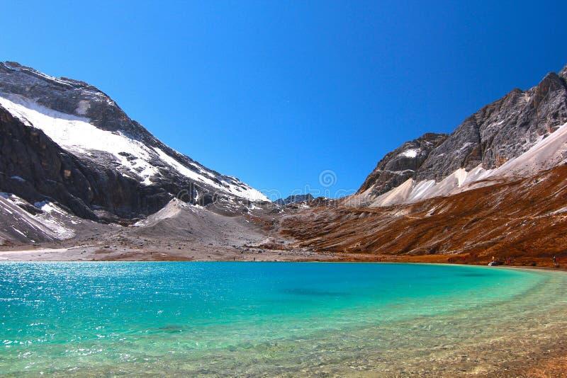 Ordenhe o lago na reserva natural de Yading no condado de Daocheng, China foto de stock royalty free