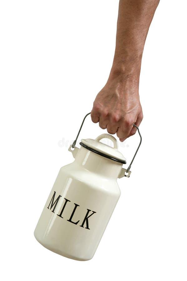 Ordenhe o urn do potenciômetro nas mãos do fazendeiro isoladas no branco fotografia de stock royalty free