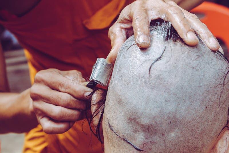 Ordeningsceremonie van Boeddhistische monnik stock fotografie