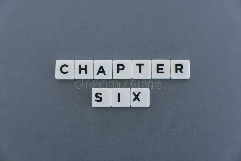 Ordet för kapitel sex gjorde av fyrkantigt bokstavsord på grå bakgrund royaltyfri fotografi