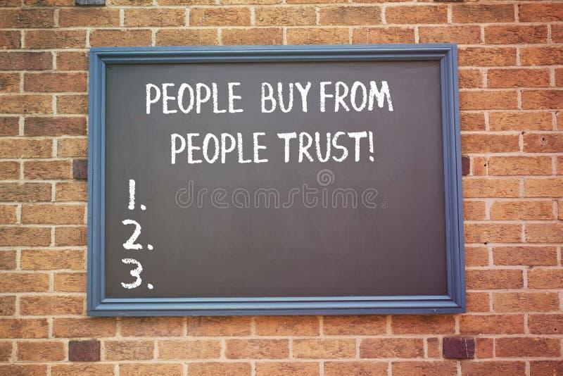 Ordet som skriver textfolk, köper från folk som de litar på affärsidéen för byggande förtroende- och kundtillfredsställelse royaltyfria foton