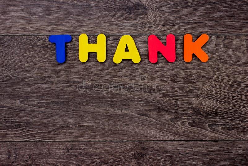 Ordet tackar från träbokstäver fotografering för bildbyråer