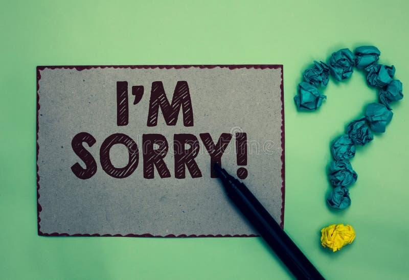 Ordhandstiltext är jag ledsen Affärsidéen för som ska frågas för förlåtelse till någon gör ont du grå färger pappers- markörcru u royaltyfria foton