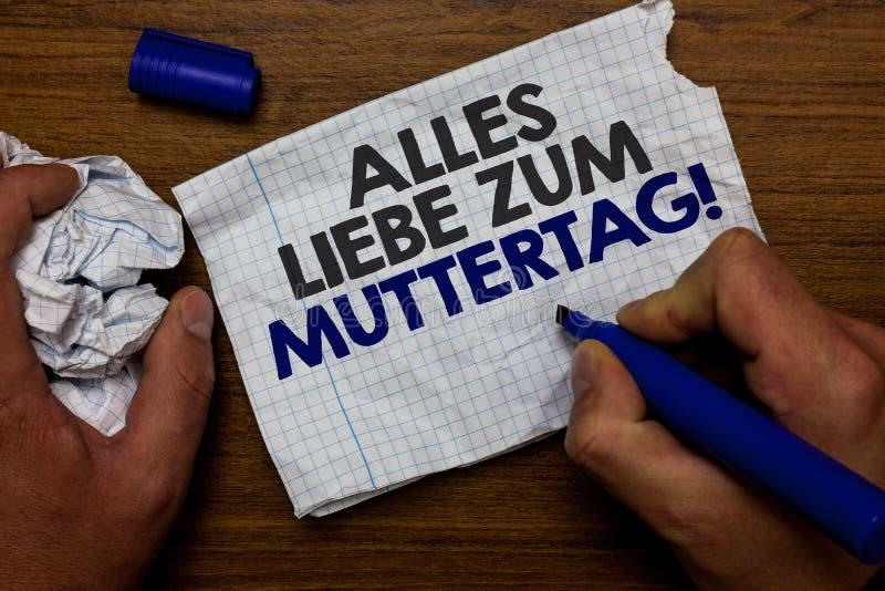 Ordhandstiltext Alles Liebe Zum Muttertag Affärsidé för lycklig lob för papper för håll för hand för affektion för gratulationer  royaltyfri fotografi