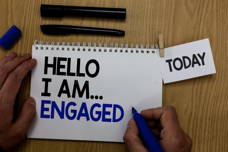Ordhandstiltext Hello är jag engaged Affärsidéen för gav han cirkeln som vi ska få den gifta bröllophanden royaltyfri fotografi