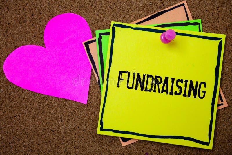 Ordhandstiltext som Fundraising Affärsidé för sökande av ekonomisk hjälp för välgörenhetorsak eller företagkorkbakgrund p royaltyfria bilder
