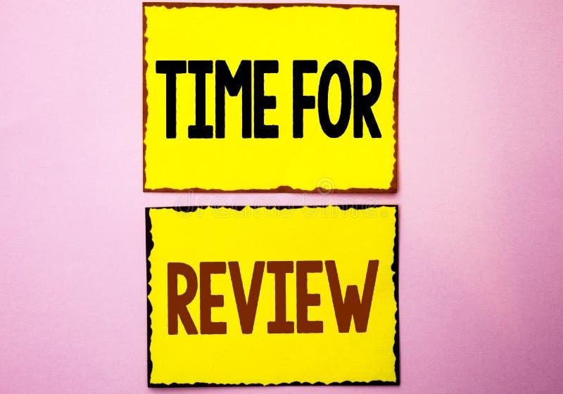 Ordhandstiltext Tid för granskning Affärsidé för kapaciteten Rate Assess som för utvärderingsåterkopplingsögonblick är skriftlig  royaltyfri foto