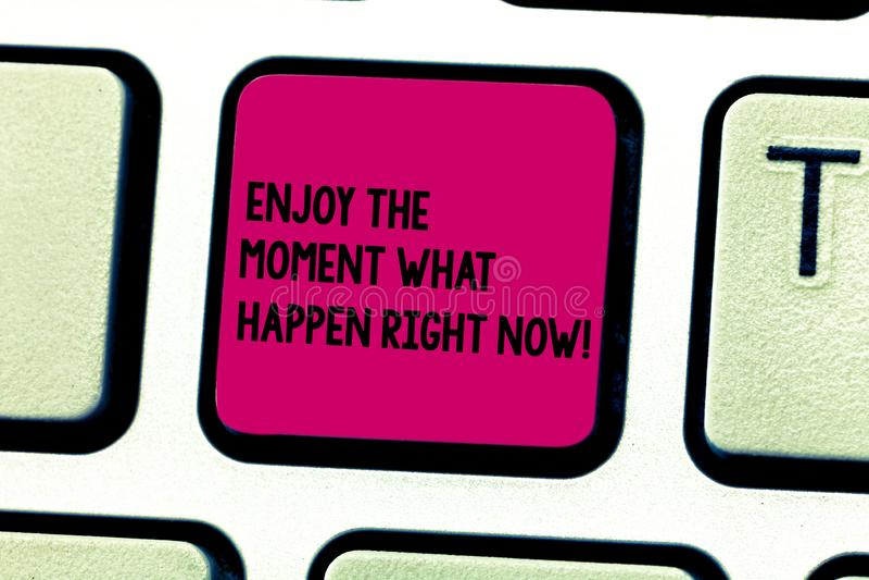 Ordhandstiltext tycker om ögonblicket vad att hända just nu Affärsidéen för Seize dagen kopplar av fritidtangentbordtangent vektor illustrationer