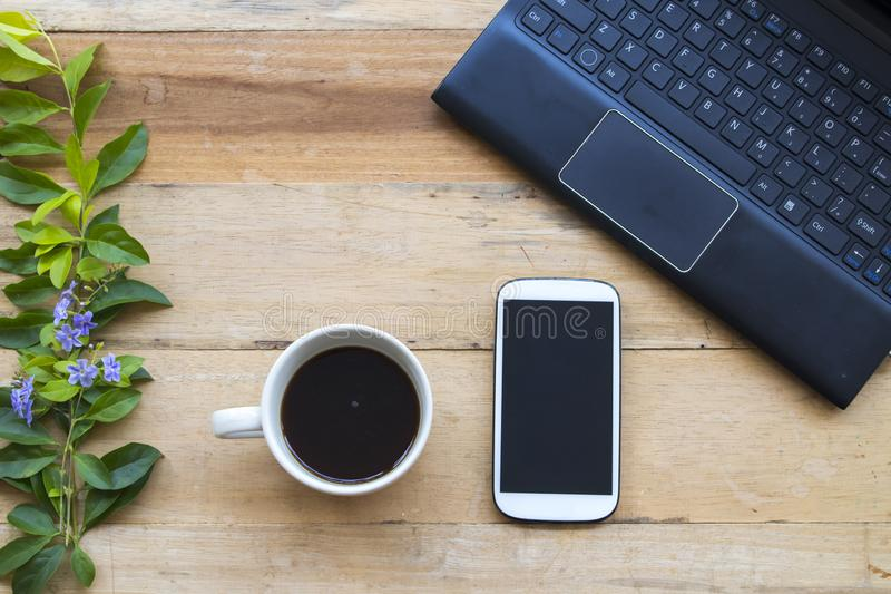 Ordinateur, bureau mobile d'équipement pour le travail d'affaires images libres de droits