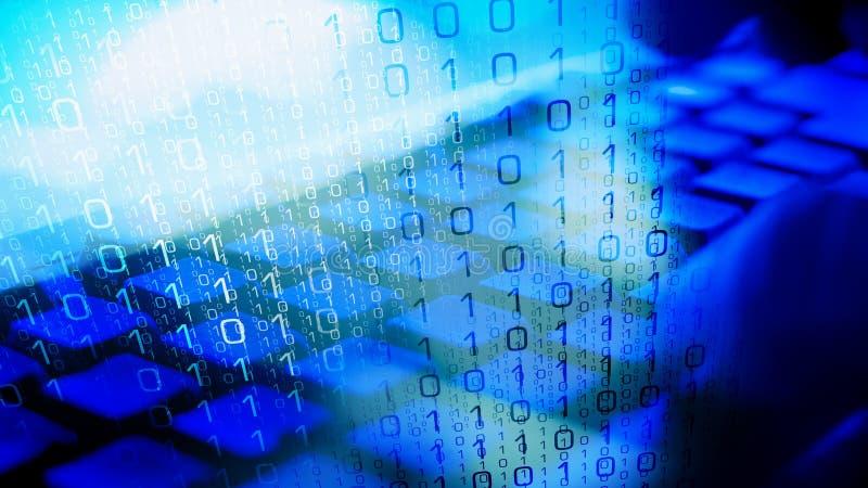 Ordinateur d'entaille de Cyberattack, mains de pirate informatique sur le clavier photos stock