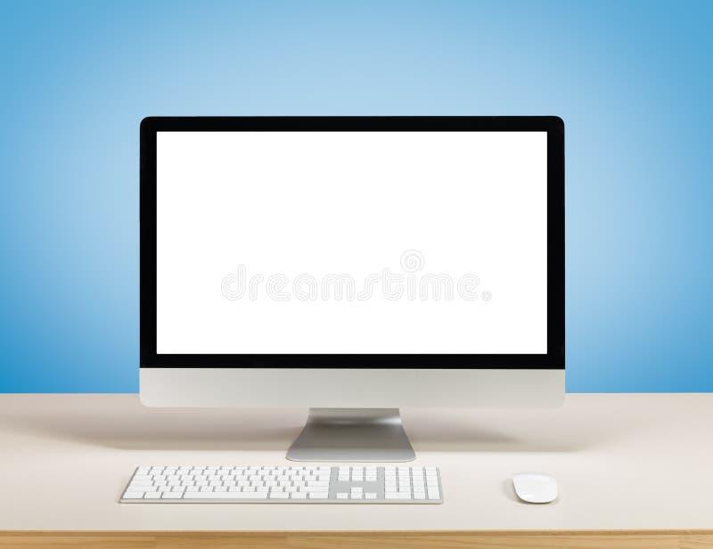 Ordinateur de bureau avec l'écran blanc photographie stock