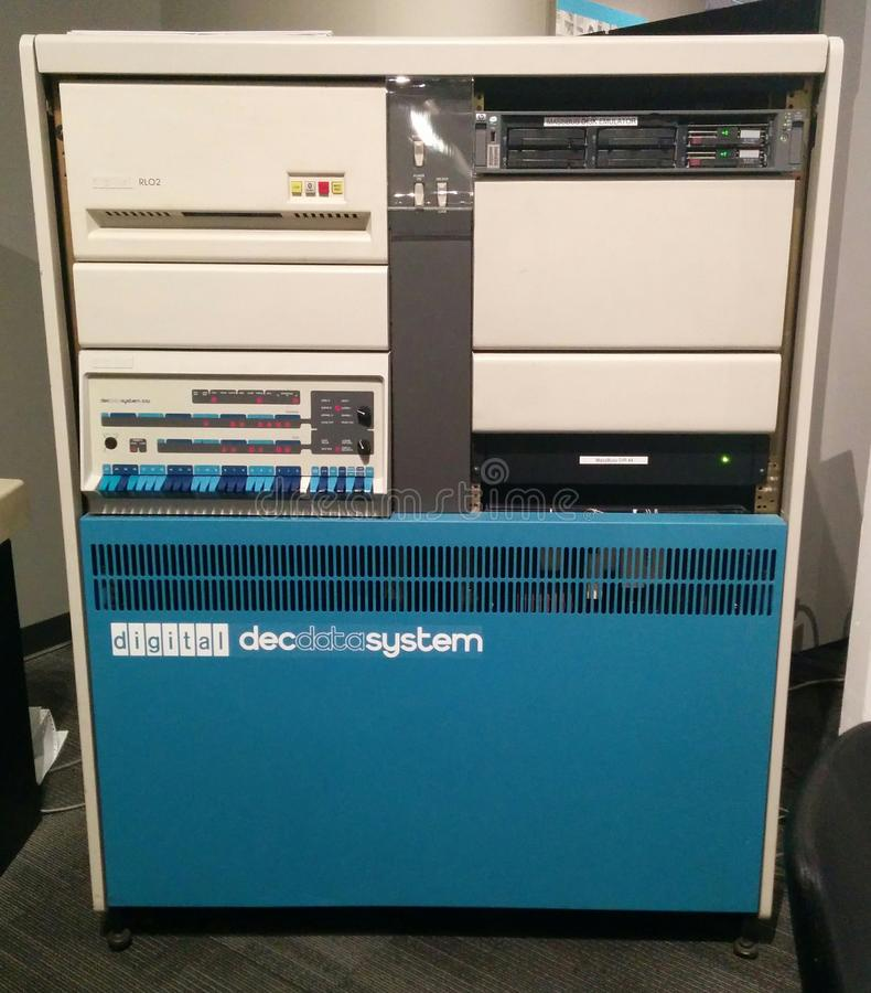 Ordinateur de cru du système de données de DEC de Digital 570 au musée vivant d'ordinateur photographie stock