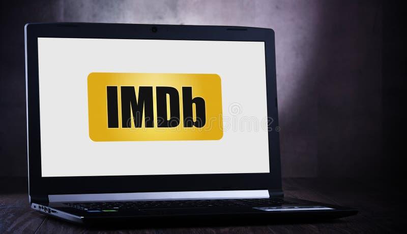 Ordinateur portable affichant le logo d'IMDb images stock