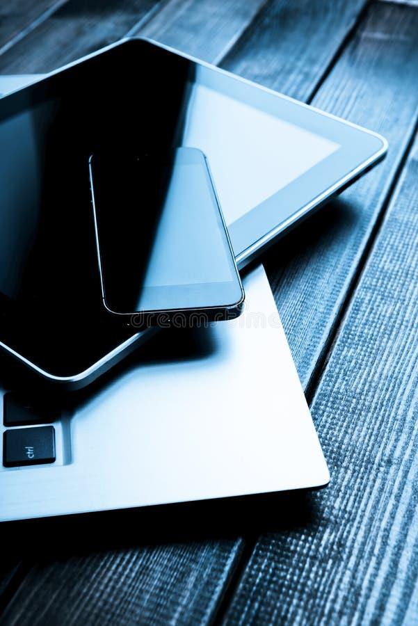 Ordinateur portable avec le PC de téléphone et de comprimé images libres de droits