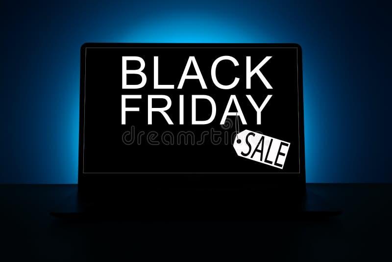 Ordinateur portable rougeoyant avec l'inscription Black Friday photo stock