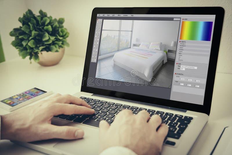 ordinateur portable sur la conception intérieure de table photos stock