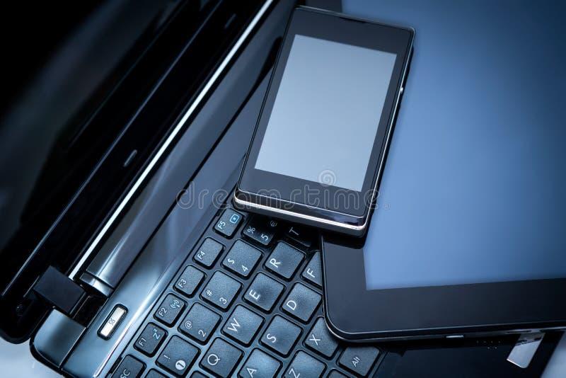 Ordinateur portable, tablette et téléphone intelligent photos libres de droits