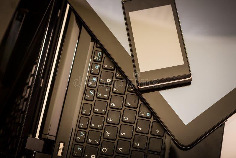 Ordinateur portable, tablette et téléphone intelligent photographie stock libre de droits