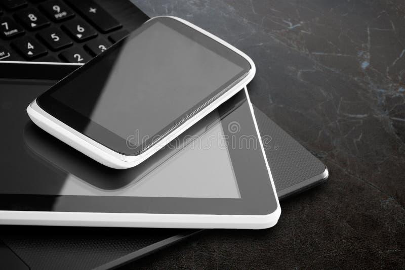 Ordinateur portable, tablette et téléphone intelligent photo stock