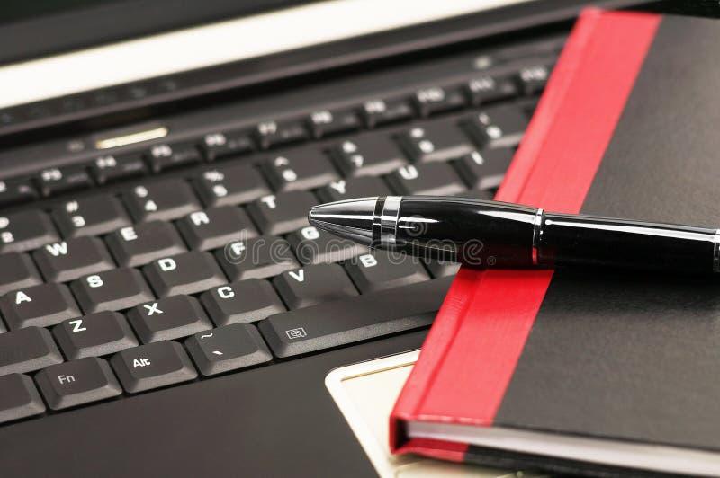 Ordinateur portatif et cahier images libres de droits