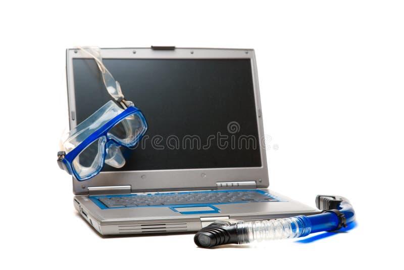 Ordinateur portatif et naviguer au schnorchel photos libres de droits