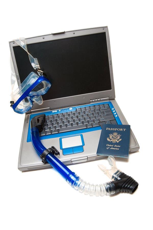 Ordinateur portatif et naviguer au schnorchel photo libre de droits