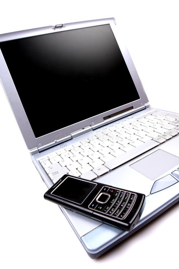 Ordinateur portatif et téléphone portable photographie stock