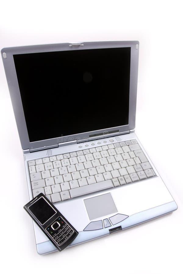 Ordinateur portatif et un téléphone portable image libre de droits