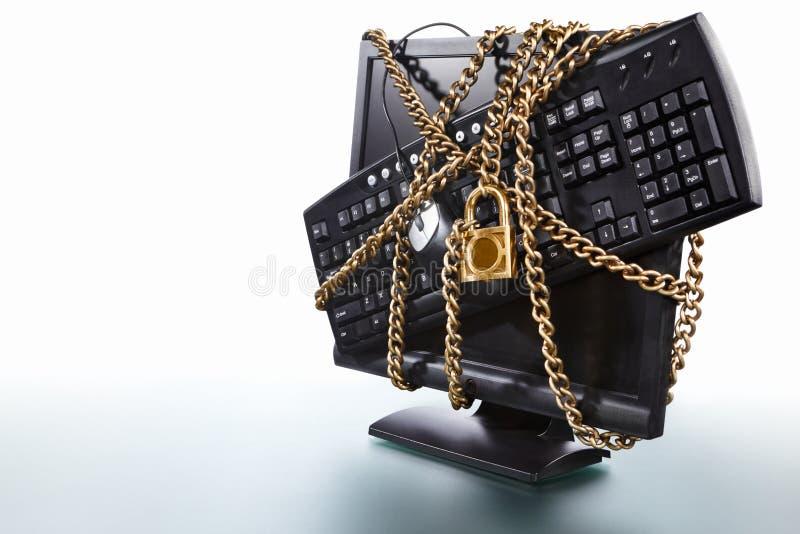Ordinateur protégé photographie stock libre de droits