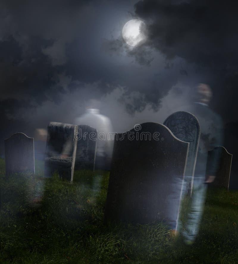 Ordinateurs de secours errant dans le vieux cimetière images libres de droits