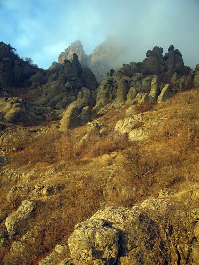 Ordinateurs de secours nuageux Vally. Roches de montagne de Demerdzhi. photos libres de droits