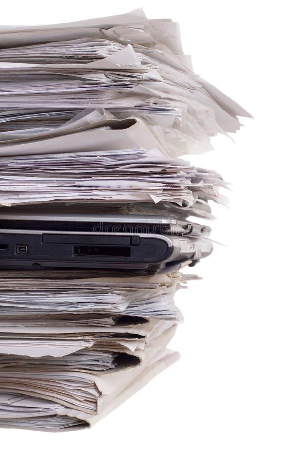 ordinateurs portatifs proches de documentation vers le haut photo libre de droits