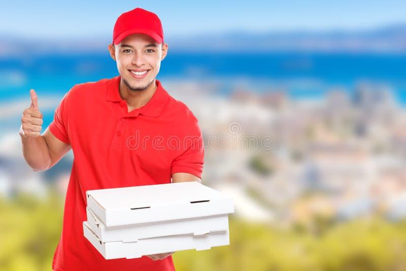 Ordine latino dell'uomo di consegna della pizza che consegna sorridere di successo di lavoro riuscito per consegnare copyspace pe fotografia stock