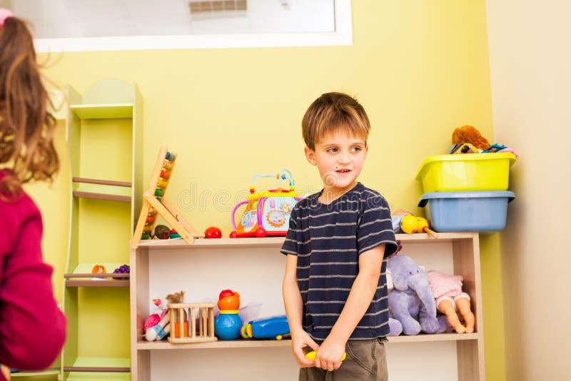 Ordna för att äga leksaker royaltyfri foto